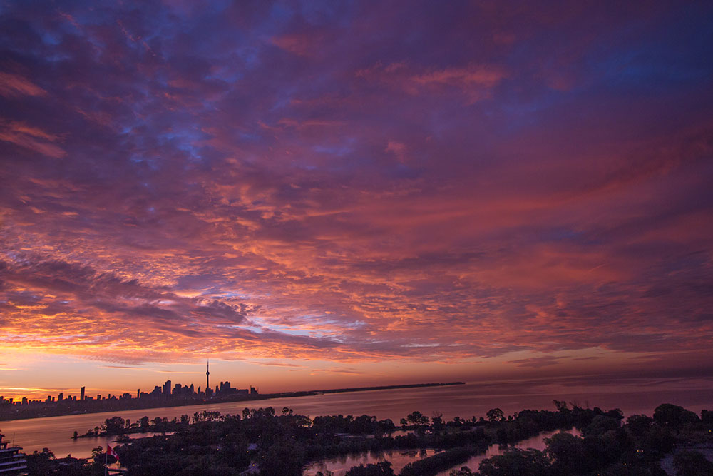 A photo of the Toronto sky with clouds